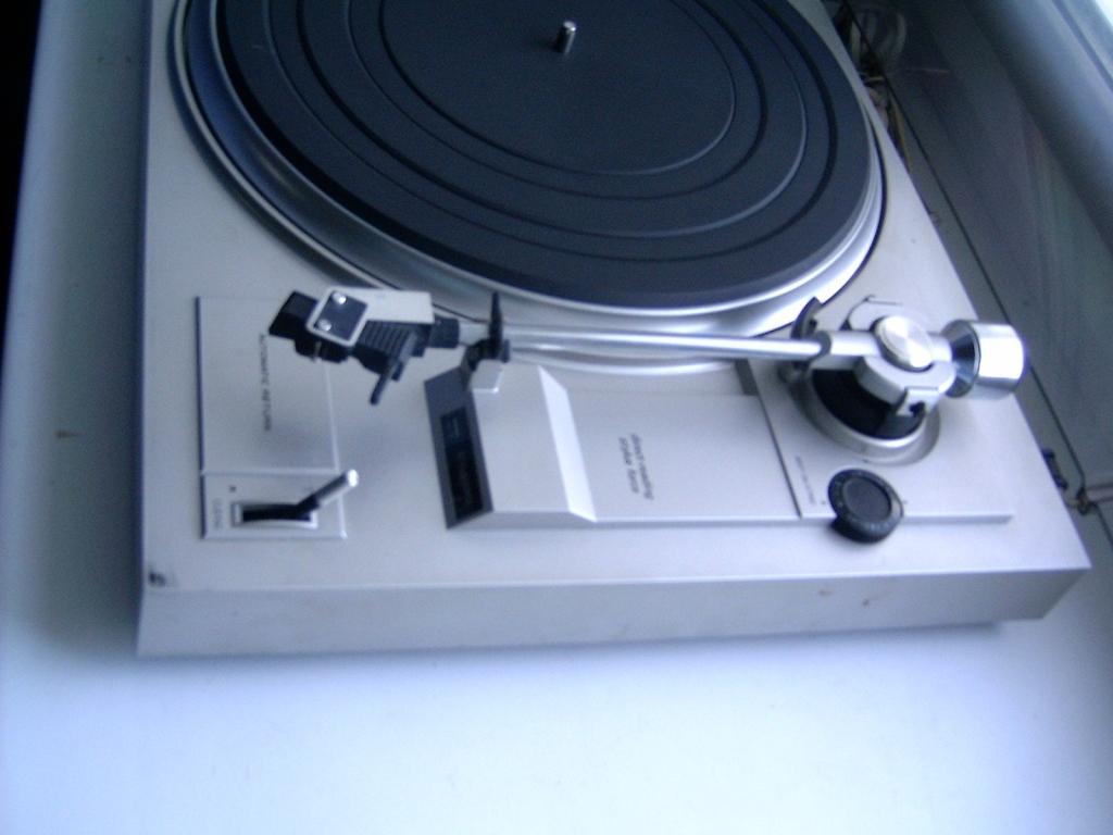 Harman/Kardon Cassette Deck and AM/FM Tuner - игровое