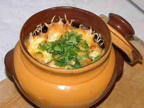 Картошка с мясом под сыром в горшочках в духовке рецепт