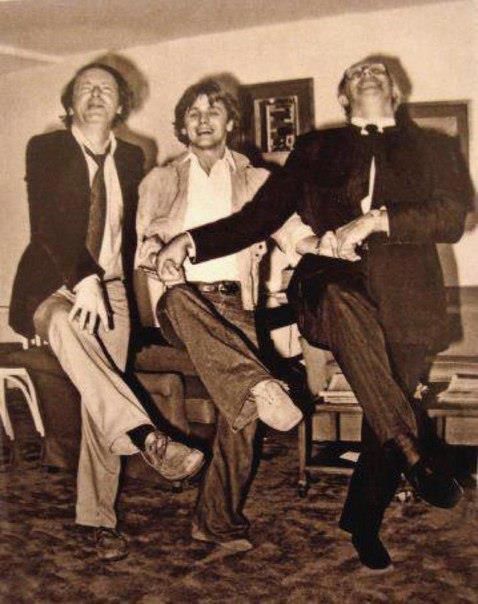 И.Бродский, М. Барышников и М.Ростропович исполняют «танец маленьких лебедей»