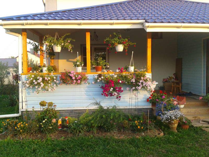 Украшение города: милые фонари, горшки с цветами и разное другое thumbnail