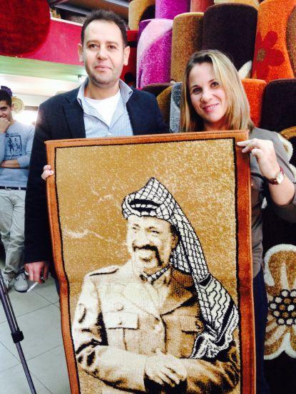 Ксения Светлова с портретом Арафата