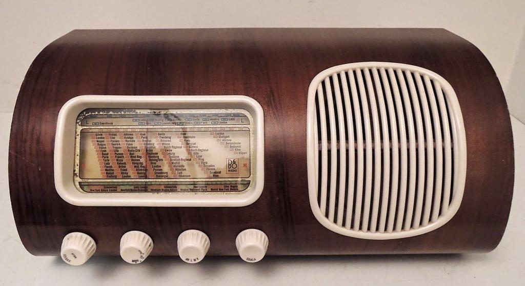 Старые ламповые приемники и радиолы.