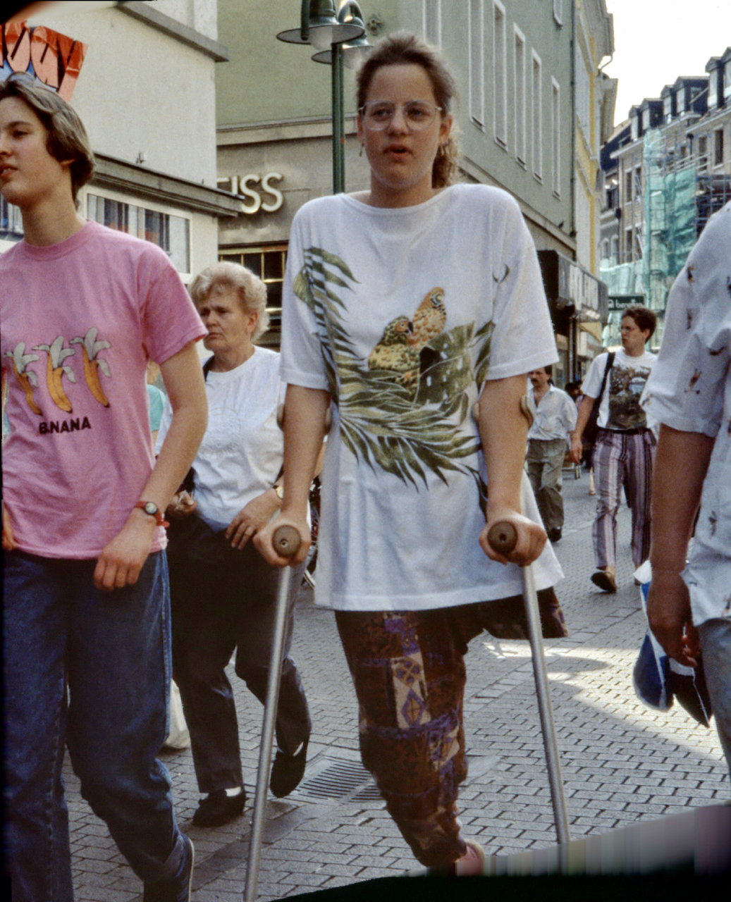 Fotos amputierten Frauen auf Krücken - Amputee Devotee