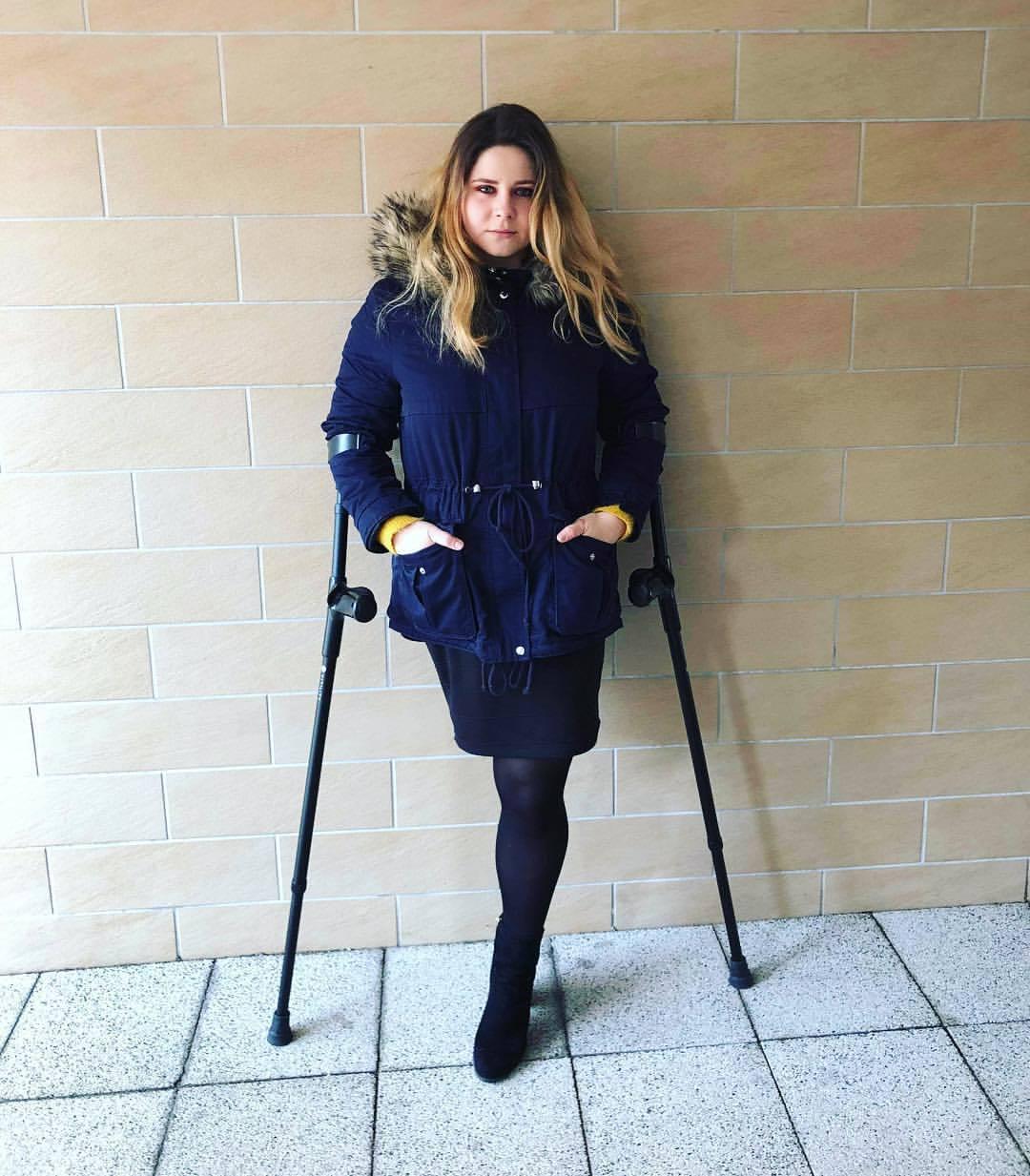 Девушки на костылях! - Amputee woman on crutches! - Page 97