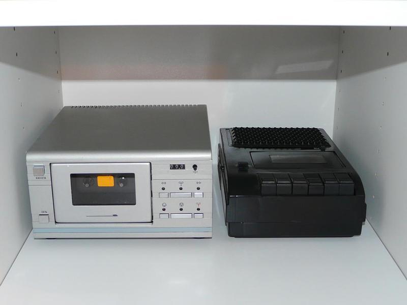 Самый маленький кассетный сетевой магнитофон в мире