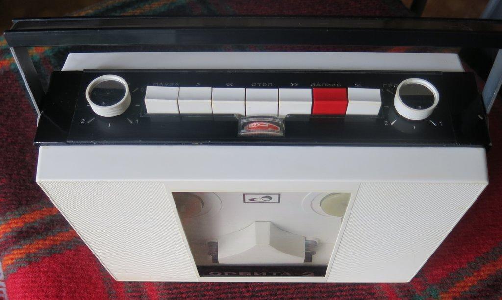 Портативный магнитофон