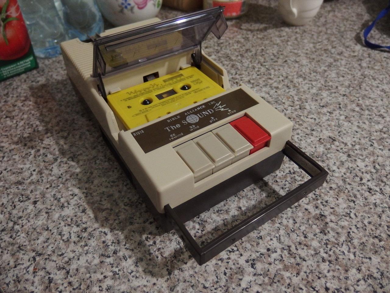 компактный магнитофон